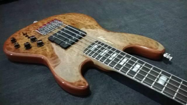 Novo Jazz Bass da Amazon Custom bass !!! 1555585_594399880647809_860710613_n