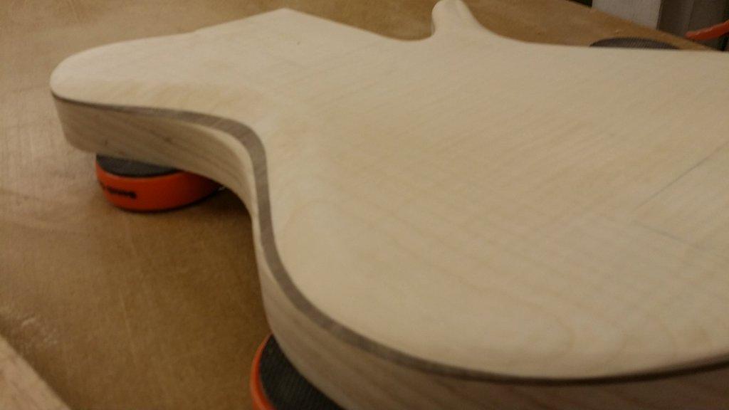Construção caseira (amadora)- Bass Single cut 5 strings - Página 2 11745289_10153523207209874_1665198251_o