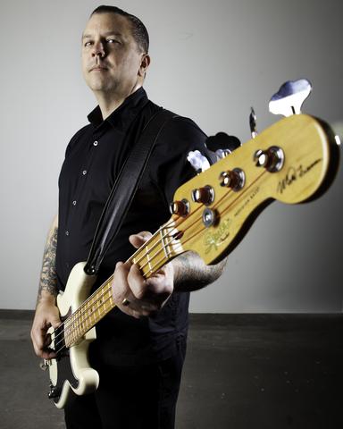 Novo Squier Matt Freeman Precision Bass  6585_xl_jpg
