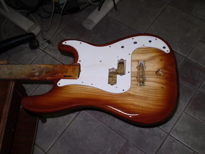 Montando um Precision bass. P9240010