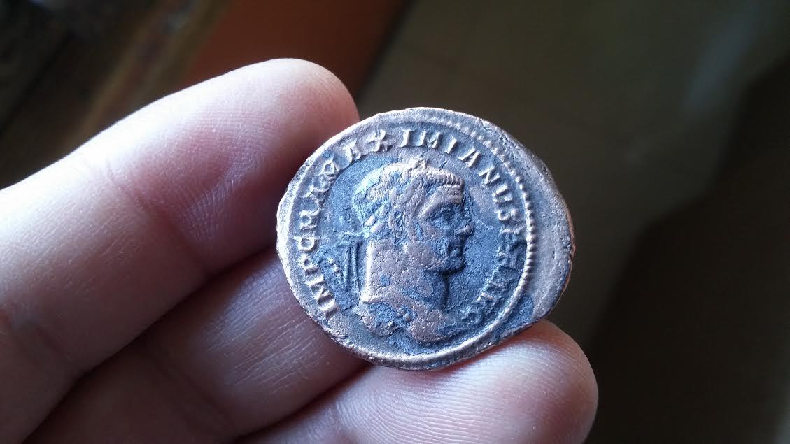 Foliis Maximiano Hércules. GENIO POP-VLI ROMANI. Ceca Roma. 79_001