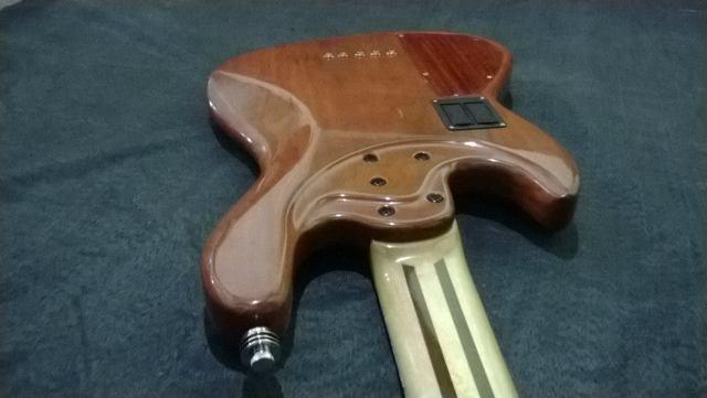 Novo Jazz Bass da Amazon Custom bass !!! 1000969_594399973981133_773657151_n