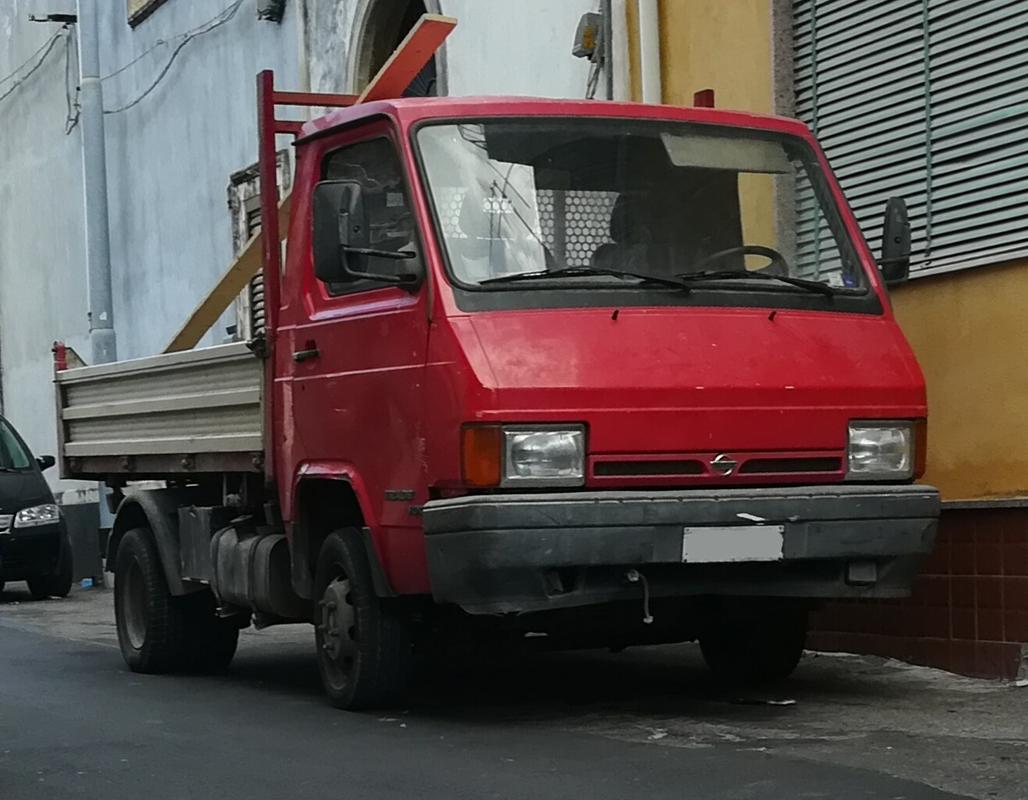 Veicoli commerciali e mezzi pesanti d'epoca o rari circolanti - Pagina 37 Nissantrade