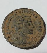 Nummus de Maximino II. GENIO POP-VLI ROMANI. Genio estante a izq. Lugdunum. Image