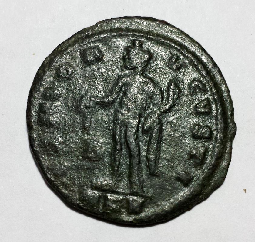 Nummus de Galerio como augusto. GENIO AVGVSTI. Cycico 13a