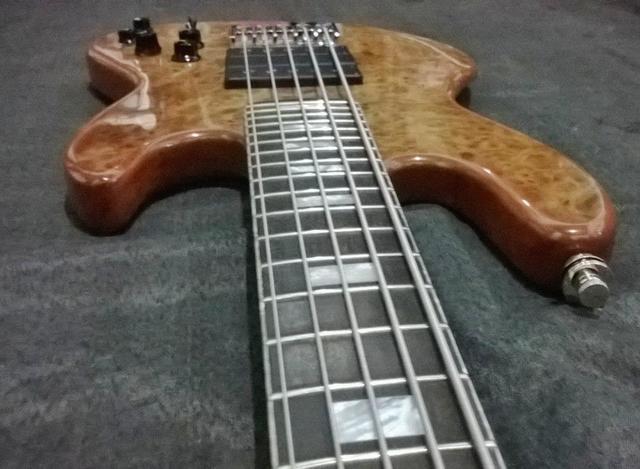 Novo Jazz Bass da Amazon Custom bass !!! 1508998_594400157314448_1664773541_n