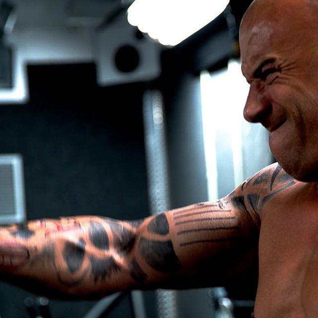 Vin Diesel - Página 6 12552330_1567677530121414_119317896_n