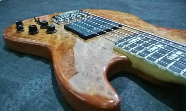 Novo Jazz Bass da Amazon Custom bass !!! 1507916_594400247314439_1525776959_n