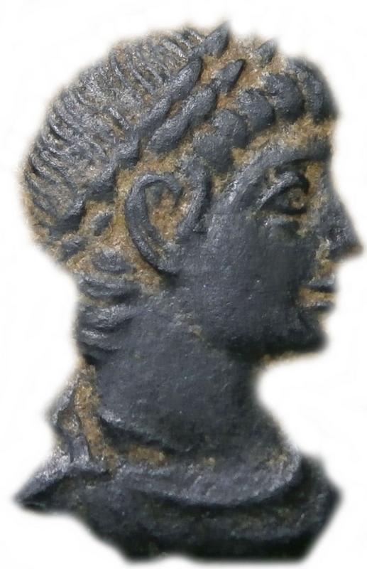 AE3 de Delmacio. GLOR-IA EXERC-ITVS. Estandarte entre dos soldados. Constantinopla.  Imagen1