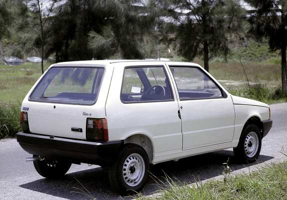 Auto Storiche in Brasile - FIAT - Pagina 7 Fiat_uno_1984
