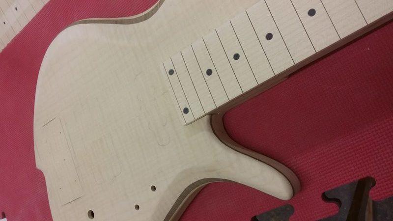 Construção caseira (amadora)- Bass Single cut 5 strings - Página 6 12483844_10153898495669874_1428753436_n