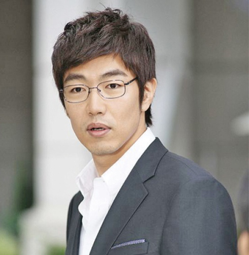 Lee Jong Hyuk 490x502ximage_jpg_pagespeed_ic_g43_J82_WHW