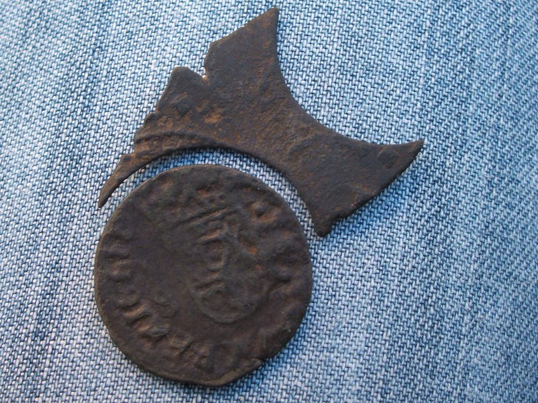 La falsa moneda Si_3