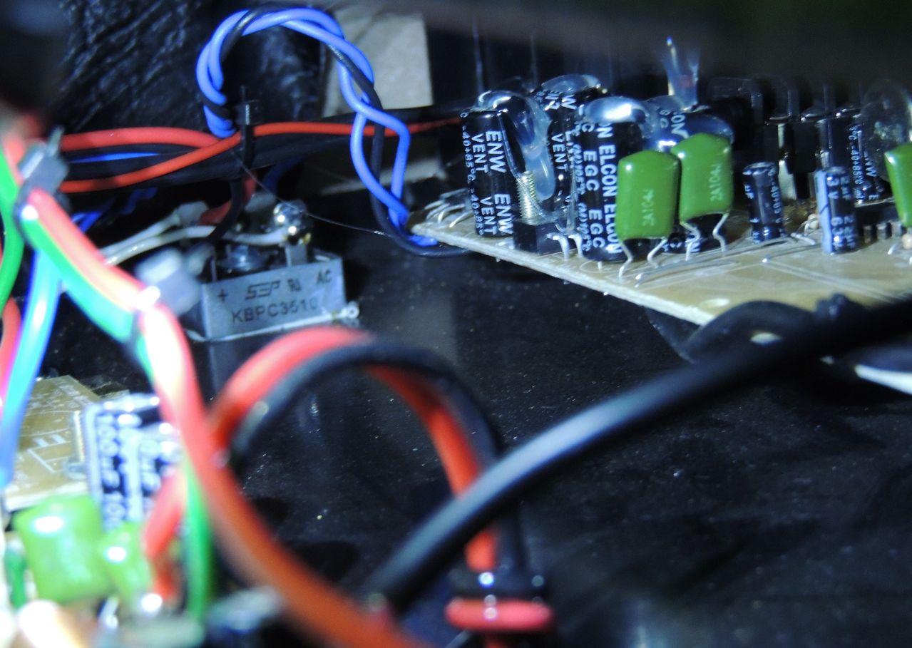 Borne Impact Bass CB200 - 200RMS Modelo novo DSCN6757