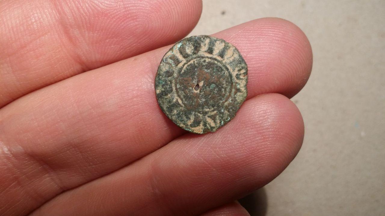 Dinero de pepion de Alfonso X de castilla 1252-1284 Burgos. Maravedi_prieto_b