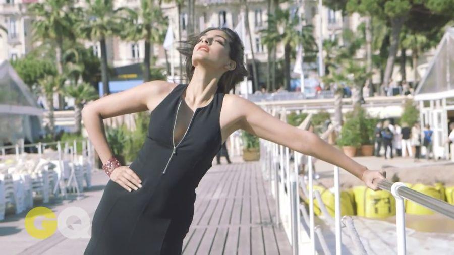 Sonam Kapoor Sizzles in GQ Magazine#3 - Page 2 Sonam_Kapoor_Fropki_043