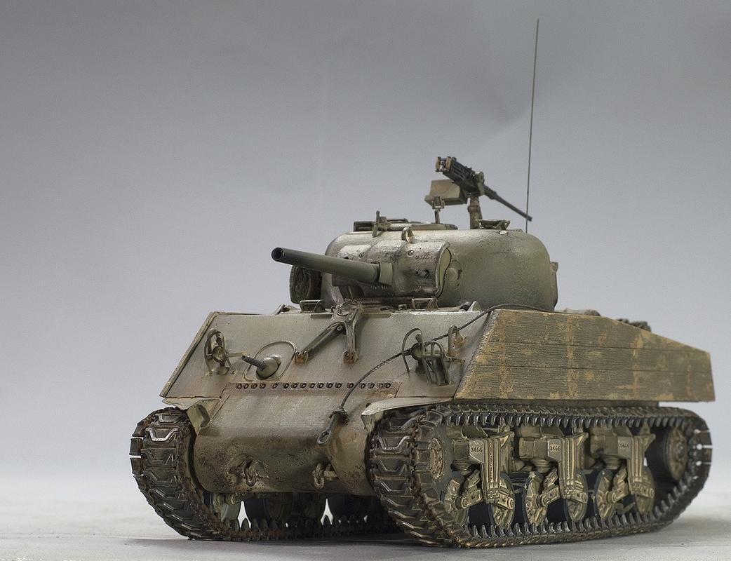 Sherman M4A2 75 mm. Dragon 1/35. Image