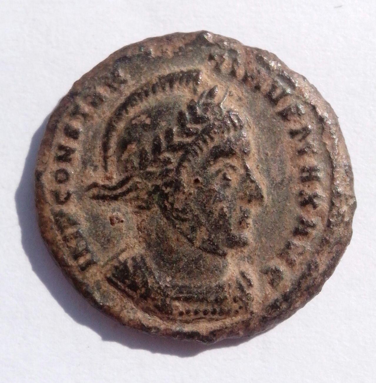 AE3 de Constantino I. VICTORIAE LAETAE PRINC PERP. Ticino IMG_20140315_145324_1