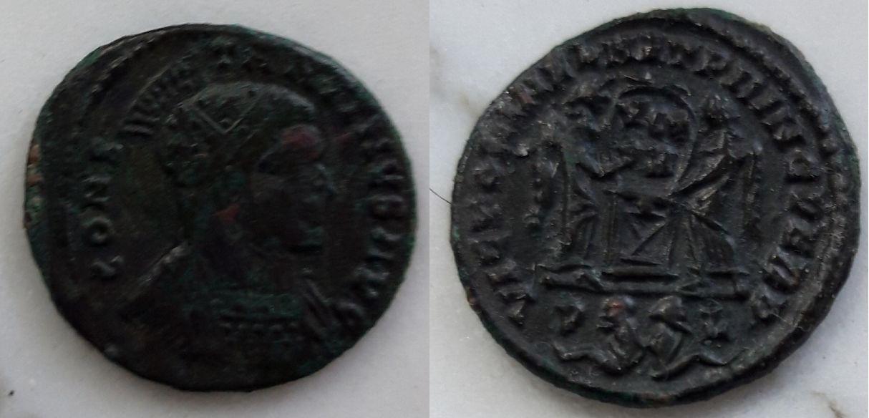 AE3 de Constantino I. VICTORIAE LAET PRINC PERP. Lyon (variante leyenda anv.) Cons_i