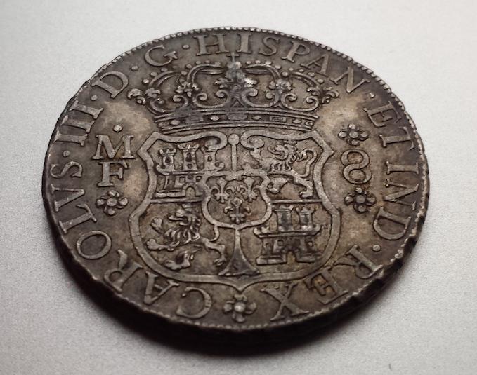 8 reales columnario 1768. Carlos III. México Captura_de_pantalla_2015_02_11_a_les_19_48_56