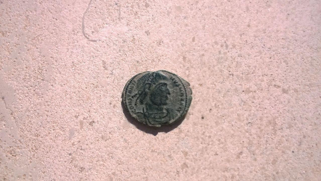 AE4 de Constantino I. GLORIA EXERCITVS. Arles. WP_20150101_003_1