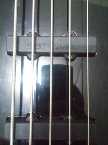 Upgrade na captação do Squier Deluxe Jazz Bass V Active CAM00885