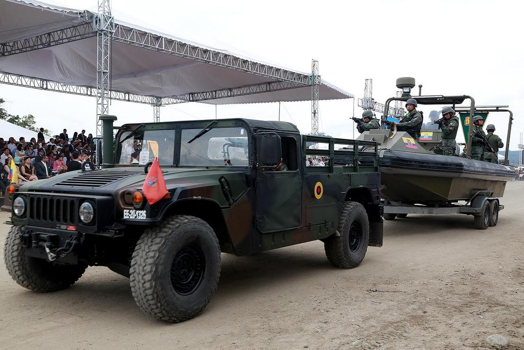 Armée Equatorienne/Fuerzas Armadas del Ecuador - Page 4 0_18