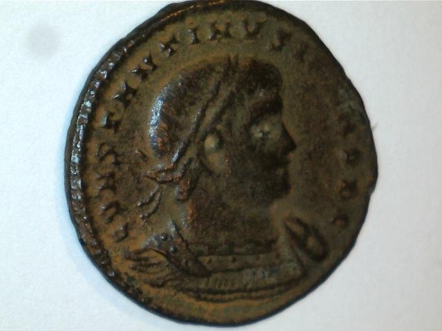 AE3 de Constantino II. GLOR-IA EXERC-ITVS. Ceca Roma. Image