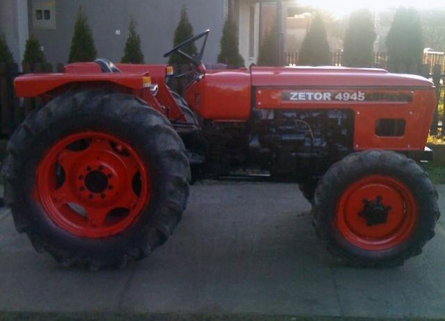 Hilo de tractores antiguos. - Página 4 Zetor_4945