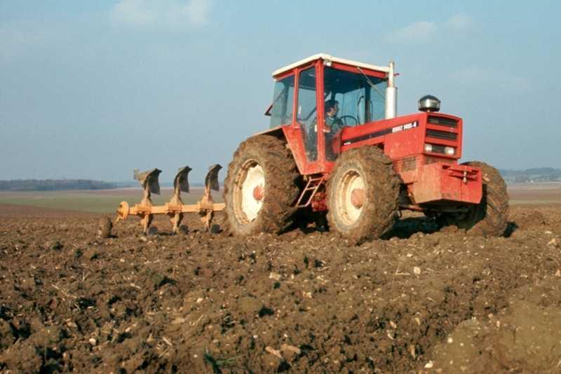 Hilo de tractores antiguos. - Página 37 RENAULT_R1451_4