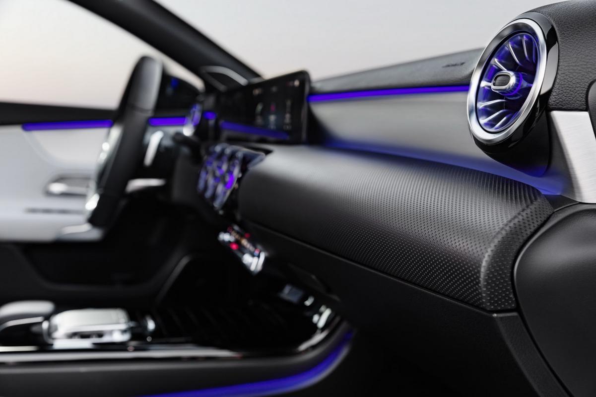 novo classe A 2018 começa ser revelado 2018-_Mercedes-_A-_Class-3