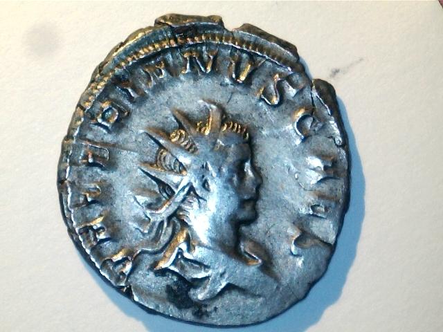 Antoniniano Valeriano II. IOVI CRESCENTI. Júpiter niño sobre cabra. Ceca Lugdunum. Image