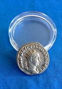 Antoniniano de Valeriano I. VIRTVS AVG. Soldado estante a izq. Mediolanum. IMG_5311