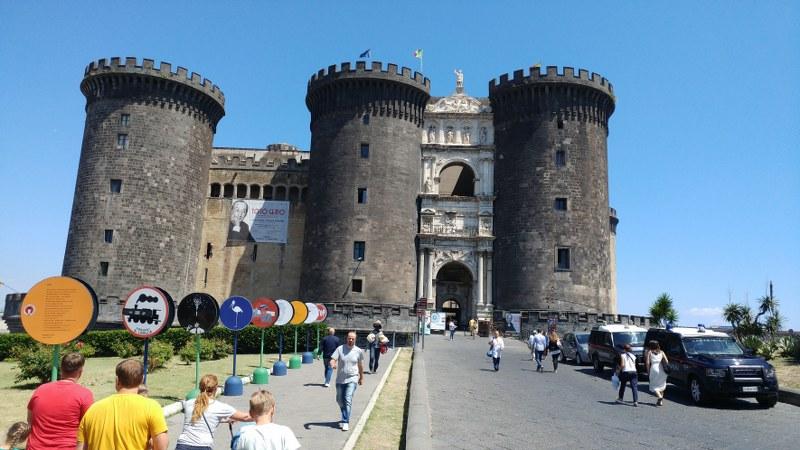 SVAŠTARA - Page 17 Neapelj_-_Castel_Nuovo_800x450