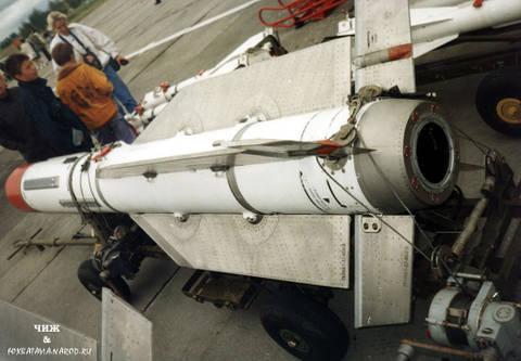Р-33 - управляемая ракета большой дальности IwaZc