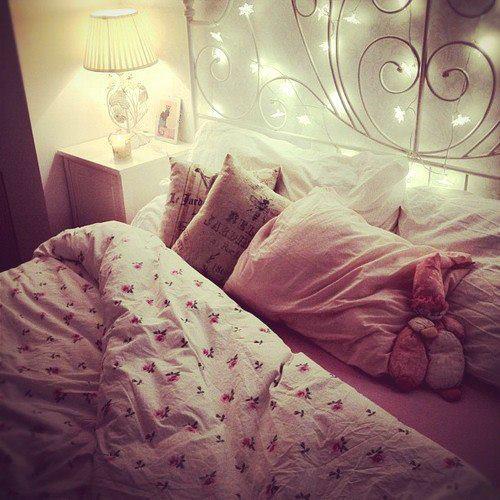غرف نوم رائعة Bed-home-light-me-Favim.com-917021