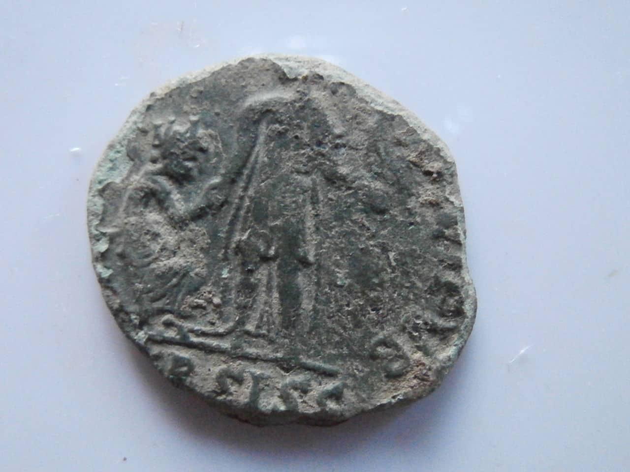 AE2 de Valentiniano II. REPARATIO REI PVB. Siscia Image