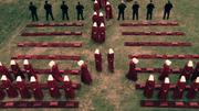 Episodio 1: Offred (Defred) Handmaids-_Tale