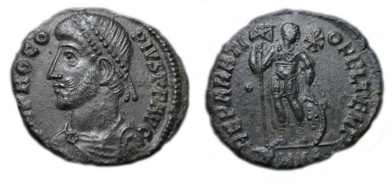AE3 de Procopio. REPARATI-O FEL TEMP. Procopio estante de frente y mirando a dcha. Ceca Heraclea. Procopius