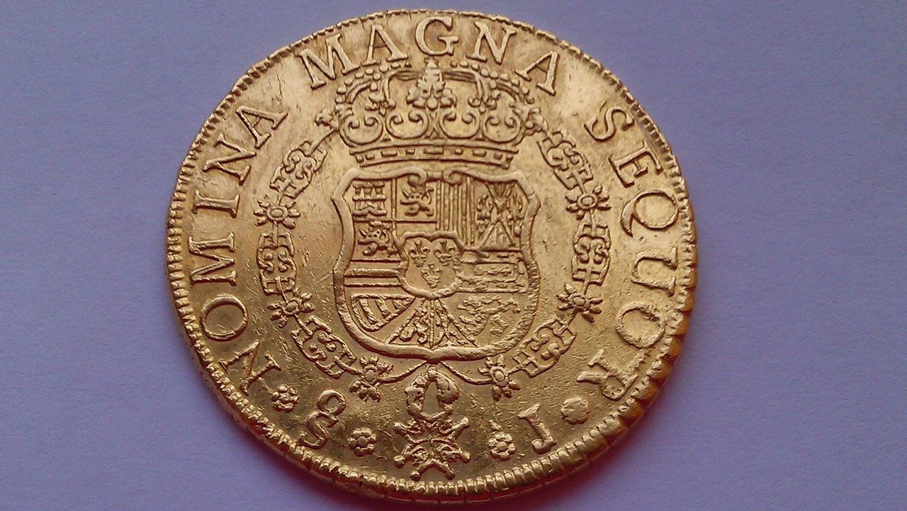 8 escudos 1758/7. Fernando VI. Santiago. IMAG0699