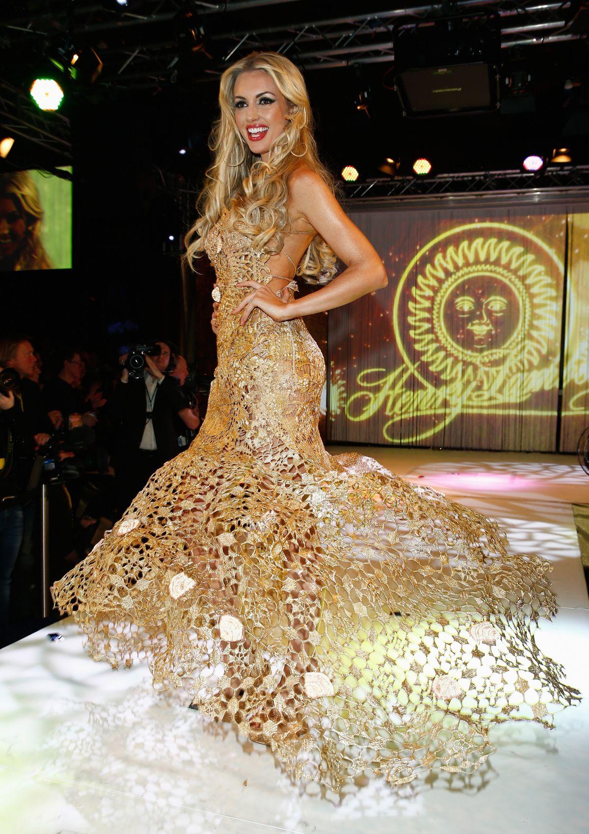rosanna davison, miss world 2003. - Página 4 Rosanna-davison-at-lambertz-monday-night-in-cologne_6