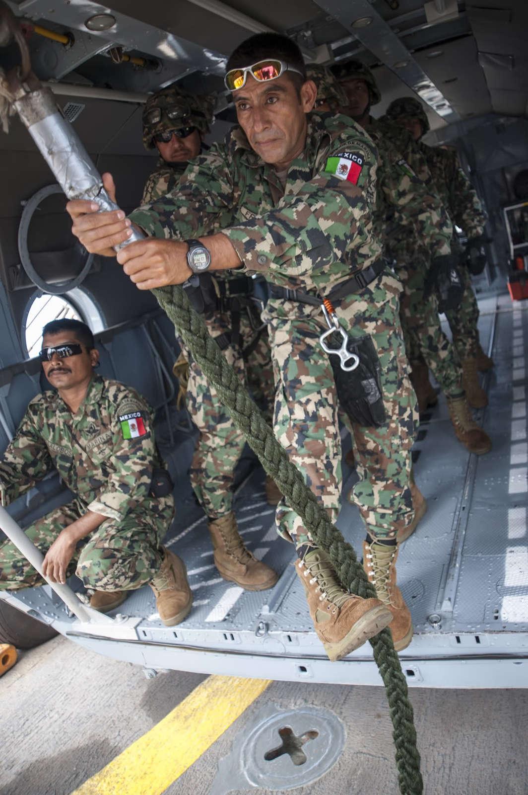 Participacion SEMAR Ejercicio RIMPAC 2014 - Página 2 Mi17_MEXICANNAVYUSUMACINTA2012