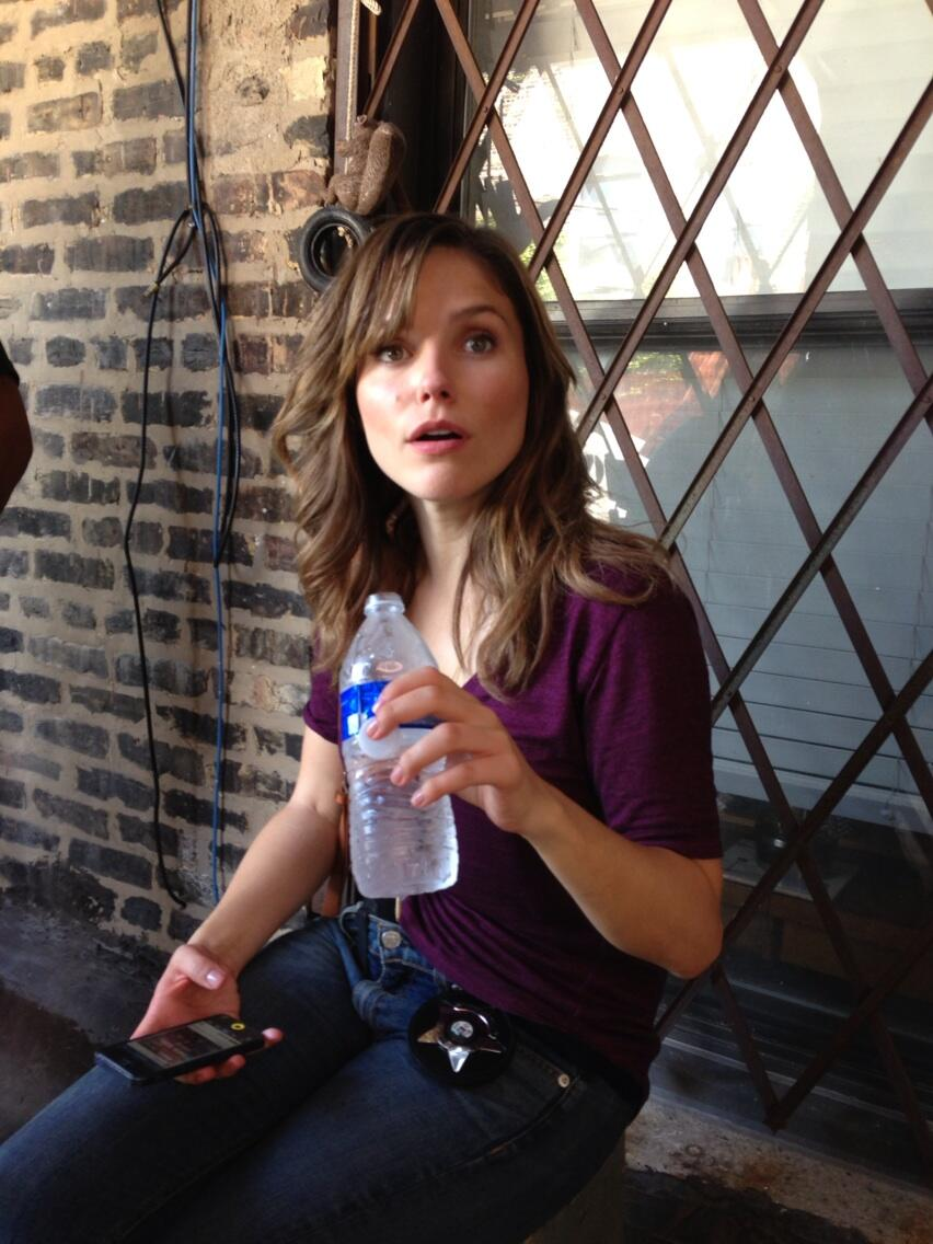 Sophia Bush (Erin Lindsay) - Chicago PD BT0_U0m6_CIAAqv8_A_jpg_large