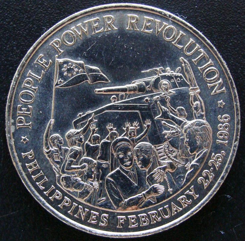 10 Pesos. Filipinas (1988) Conmemorativa de la Revolución del Poder del Pueblo FIL._10_Pesos_Revoluci_n_1986_-_rev