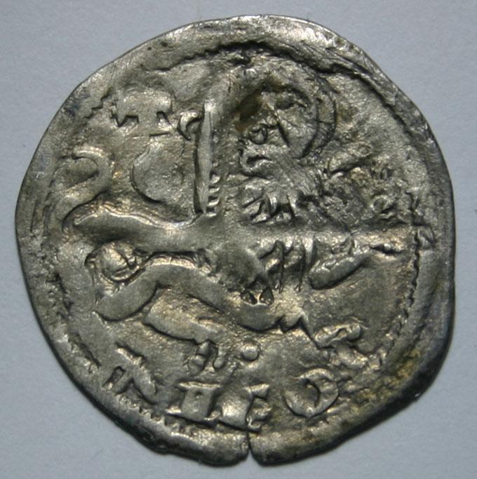 Dinero de Alfonso IX (1188-1230) de Salamanca [cruz y venera encima del león y 'E' delante del mismo]  Alfonso_IX_Dinero_de_Salamanca_R