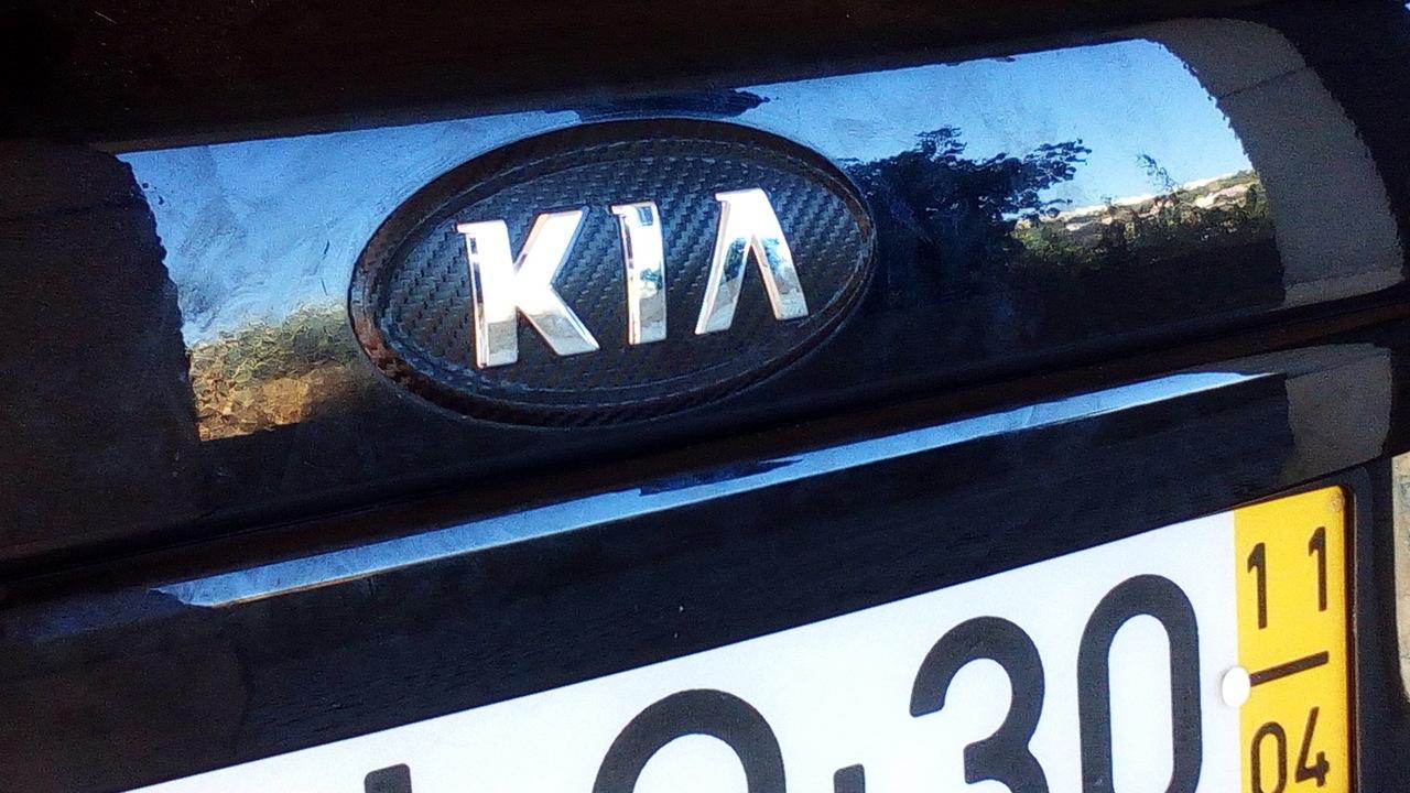 Kia Cee'd ED 1.6 CRDI TX (04.2011)  - Página 13 Emblema_carbono_6