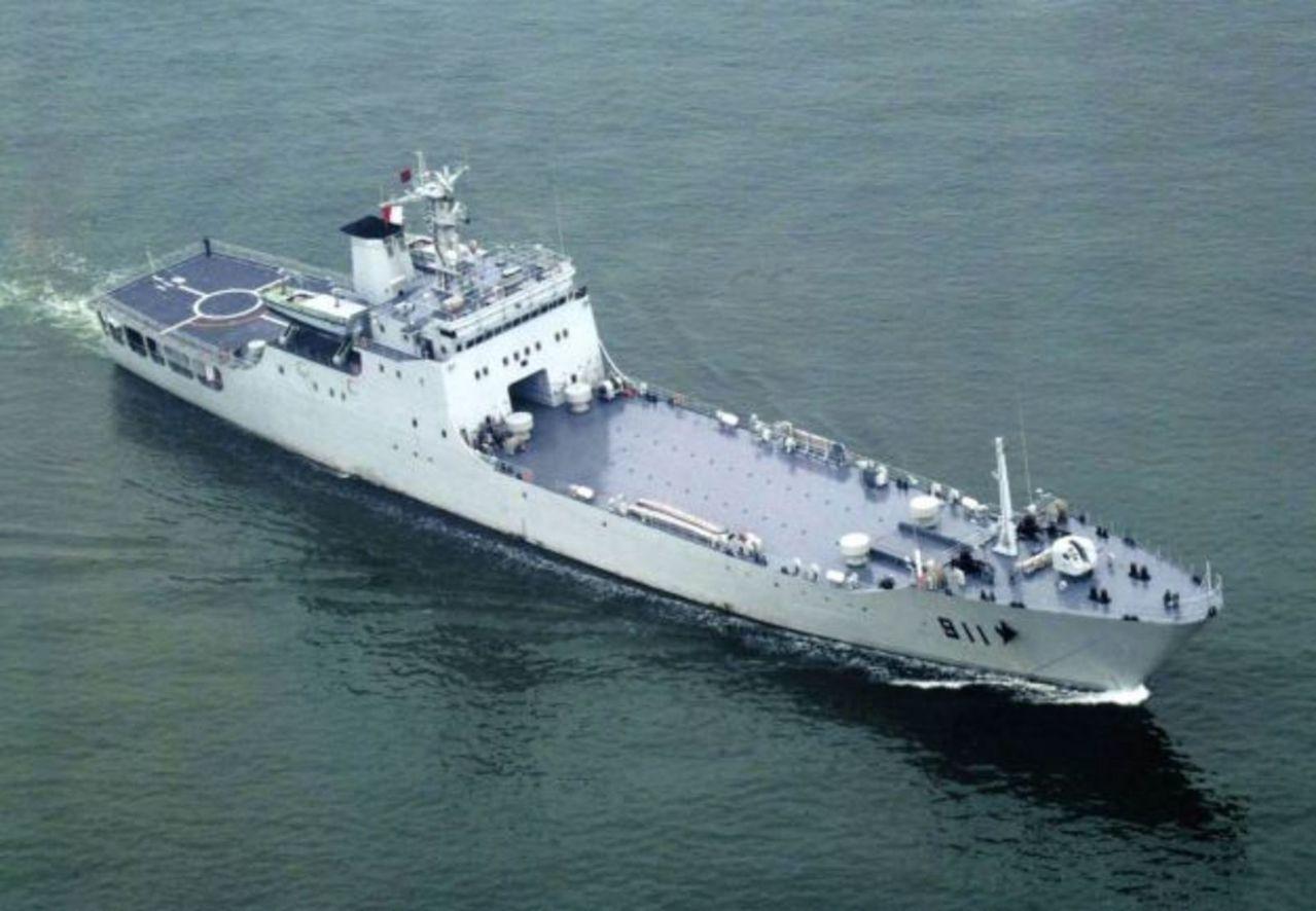 Islas en conflicto en Sudasia- Spratley,Paracel - conflictos, documentacion, acuerdos y articulos Type_072_A_class_LST_911_Tian_Zhu_Shan