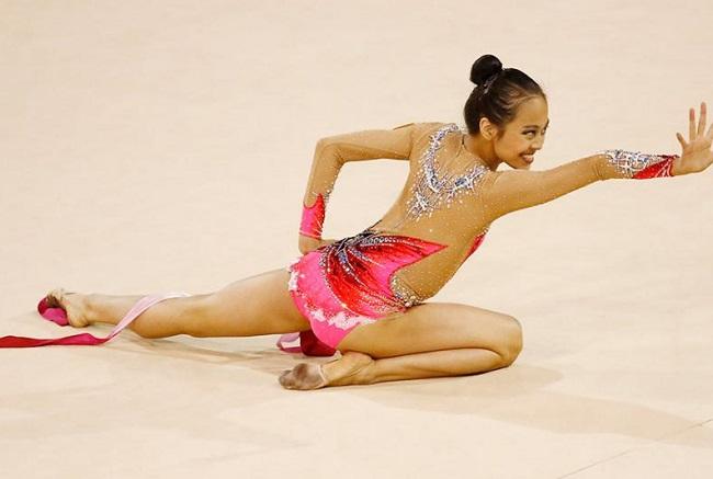 """Trang phục thi đấu thể dục dụng cụ """"mặc như không"""" Laura-zeng-1526034605-width650height437"""