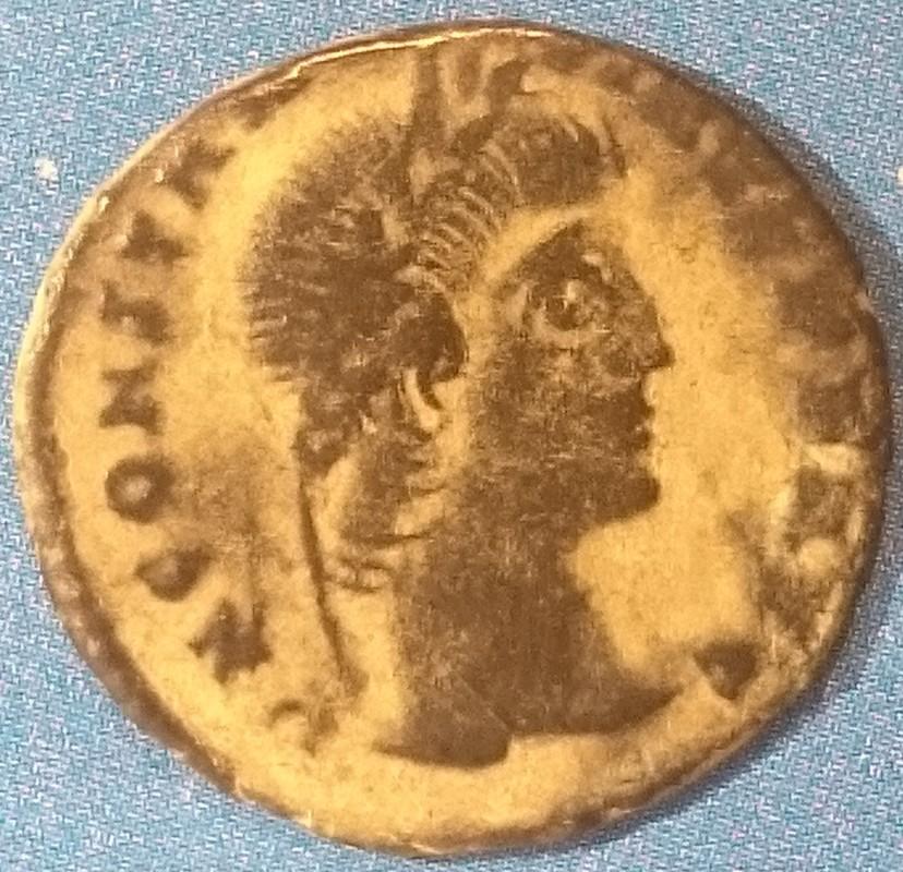 AE4 de Constantiino II. GLOR-IA EXERC-ITVS. Estandarte entre dos soldados. Ceca Cyzicus. DSC_0001