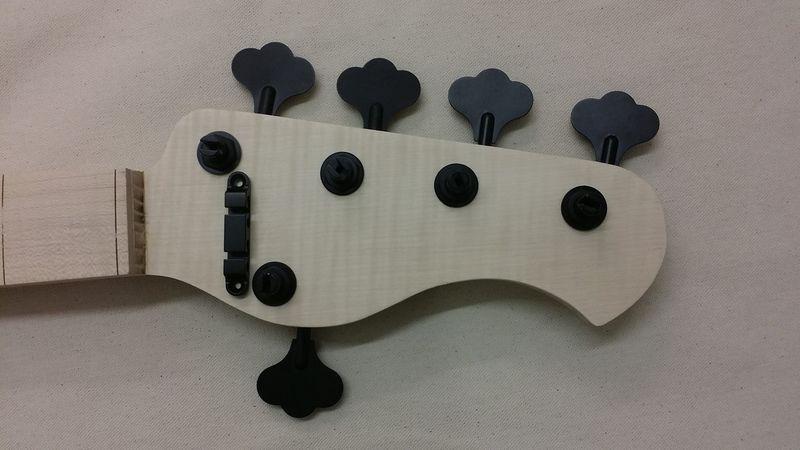 Construção caseira (amadora)- Bass Single cut 5 strings - Página 6 12458706_10153866328149874_135986811_o